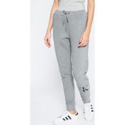 48a2e7768e49e Calvin Klein Jeans - Spodnie. Jeansy damskie marki Calvin Klein Jeans.
