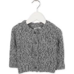 Kardigan w kolorze szarym. Swetry dla chłopców marki Reserved. W wyprzedaży za 97.95 zł.