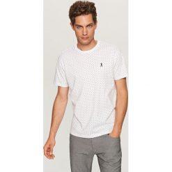 T-shirt w kropki - Biały. Białe t-shirty męskie Reserved, w kropki. Za 49.99 zł.