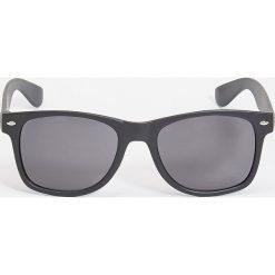 Okulary przeciwsłoneczne - Czarny. Czarne okulary przeciwsłoneczne damskie Sinsay. Za 9.99 zł.