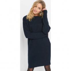 Dzianinowa sukienka z wiązaniem. Niebieskie sukienki damskie Orsay, z bawełny, z kokardą. Za 119.99 zł.