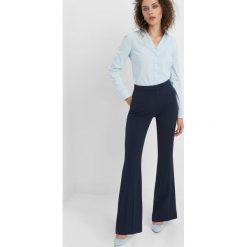 Taliowana koszula. Niebieskie koszule damskie Orsay, z bawełny, klasyczne, z klasycznym kołnierzykiem. Za 59.99 zł.