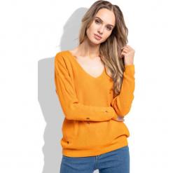 Pomarańczowy Klasyczny Sweter z Dekoltem w Szpic z Dziurami. Brązowe swetry damskie Molly.pl, na lato, z jeansu, z klasycznym kołnierzykiem. Za 89.90 zł.