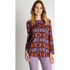 Elegancka luźna bluzka we wzory BIALCON. Szare bluzki damskie BIALCON, eleganckie. W wyprzedaży za 100.00 zł.