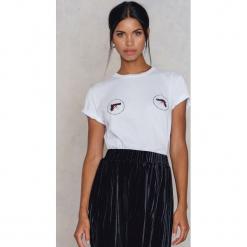 NA-KD Koszulka Stop Violence - White. Białe t-shirty damskie NA-KD, z nadrukiem, z bawełny. W wyprzedaży za 40.48 zł.