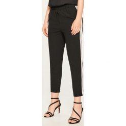 Spodnie z lampasem - Czarny. Czarne spodnie materiałowe damskie Reserved. Za 99.99 zł.