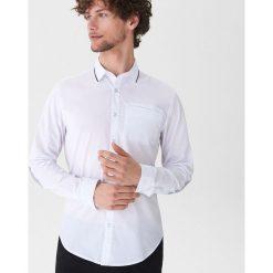 Koszula z ozdobnym detalem - Biały. Białe koszule męskie House. Za 69.99 zł.