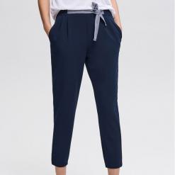 Spodnie z wiązanym paskiem - Granatowy. Niebieskie spodnie materiałowe damskie Reserved. Za 79.99 zł.