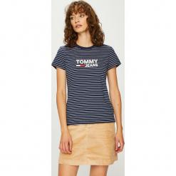 Tommy Jeans - Top. Brązowe topy damskie Tommy Jeans, z nadrukiem, z bawełny, z okrągłym kołnierzem, z krótkim rękawem. Za 179.90 zł.