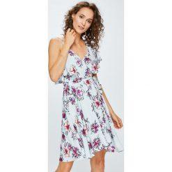 Answear - Sukienka Garden of Dreams. Szare sukienki damskie ANSWEAR, z materiału, casualowe. W wyprzedaży za 149.90 zł.