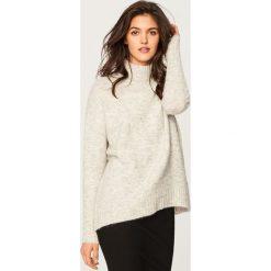 Miękki sweter ze stójką - Jasny szar. Swetry damskie marki bonprix. W wyprzedaży za 59.99 zł.