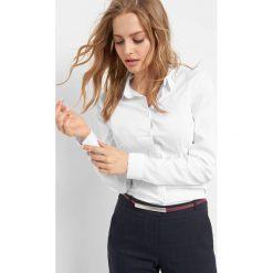 Dopasowana koszula. Białe koszule damskie Orsay, z bawełny, eleganckie, z klasycznym kołnierzykiem. Za 59.99 zł.