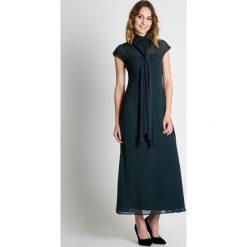 Zielona sukienka maxi BIALCON. Zielone sukienki damskie BIALCON, z materiału, eleganckie, z dekoltem na plecach. W wyprzedaży za 314.00 zł.