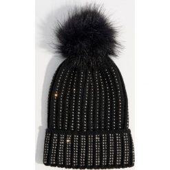 Czapka z ćwiekami - Czarny. Czarne czapki i kapelusze damskie Mohito. Za 49.99 zł.