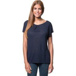 Koszulka w kolorze granatowym. Bluzki damskie Benetton, z okrągłym kołnierzem, z długim rękawem. W wyprzedaży za 86.95 zł.