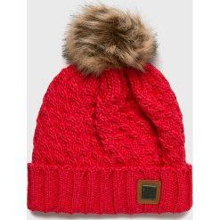 Roxy - Czapka. Czerwone czapki i kapelusze damskie Roxy, z dzianiny. W wyprzedaży za 99.90 zł.
