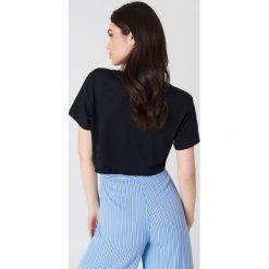 NA-KD Basic Krótki T-shirt z dekoltem V - Black. Czarne t-shirty damskie NA-KD Basic, z bawełny. Za 40.95 zł.