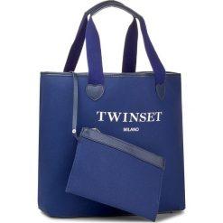 Torebka TWINSET - Shopping AS8PNA Blu Scuro 0058S. Niebieskie torebki do ręki damskie Twinset, z materiału. W wyprzedaży za 259.00 zł.