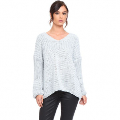 """Sweter """"Igal"""" w kolorze szarym. Szare swetry damskie Cosy Winter, ze splotem, z asymetrycznym kołnierzem. W wyprzedaży za 159.95 zł."""