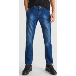 Jeansy regular fit - Granatowy. Niebieskie jeansy męskie Reserved. Za 129.99 zł.