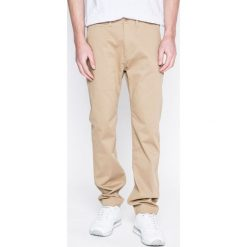 Levi's - Spodnie. Brązowe eleganckie spodnie męskie Levi's, z bawełny. W wyprzedaży za 229.90 zł.