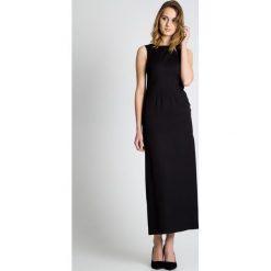 Czarna sukienka z rozcięciem BIALCON. Czarne sukienki damskie BIALCON, wizytowe, z kopertowym dekoltem. W wyprzedaży za 112.00 zł.