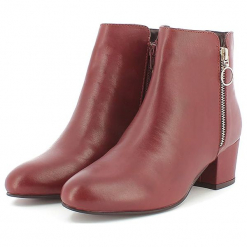 Skórzane botki w kolorze czerwonym. Czerwone botki damskie Apolina, ze skóry. W wyprzedaży za 318.95 zł.