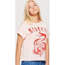 Koszulka z podwiniętym rękawem - Różowy. Czerwone t-shirty damskie Cropp. Za 49.99 zł.