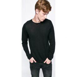 Jack & Jones - Sweter. Czarne swetry przez głowę męskie Jack & Jones, z bawełny, z okrągłym kołnierzem. W wyprzedaży za 89.90 zł.