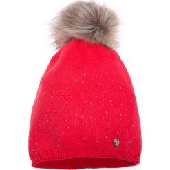 Malinowa ciepła czapka QUIOSQUE. Różowe czapki i kapelusze damskie QUIOSQUE, z dzianiny. W wyprzedaży za 49.99 zł.