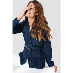 NA-KD Trend Kurtka jeansowa z szerokim paskiem - Blue. Niebieskie kurtki damskie NA-KD Trend, w paski, z jeansu. Za 283.95 zł.