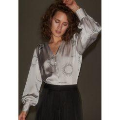 Koszula z astrologicznym printem - Jasny szar. Czarne koszule damskie Reserved. Za 139.99 zł.