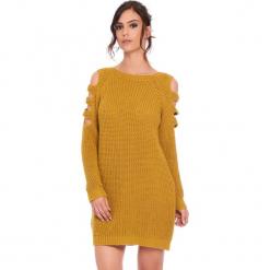"""Sukienka """"Leo"""" w kolorze musztardowym. Żółte sukienki damskie Cosy Winter, ze splotem, z okrągłym kołnierzem, z długim rękawem. W wyprzedaży za 159.95 zł."""