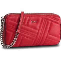 Torebka DKNY - Allen Camera Bag R83EB640 Rouge RGE. Czerwone torebki do ręki damskie DKNY, ze skóry. Za 639.00 zł.