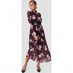 NA-KD Trend Siateczkowa sukienka midi z długim rękawem - Multicolor. Szare sukienki damskie NA-KD Trend, z elastanu, ze stójką, z długim rękawem. W wyprzedaży za 135.80 zł.