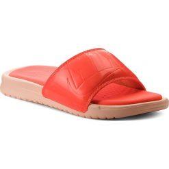 Klapki NIKE - Benassi Jdi Ultra Se AO2408 801 Crimson Tint/Total Crimson. Brązowe klapki damskie Nike, z materiału. W wyprzedaży za 179.00 zł.