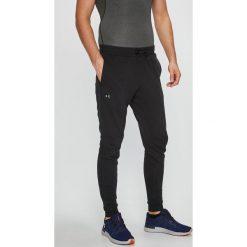 Under Armour - Spodnie. Szare spodnie sportowe męskie Under Armour, z bawełny. W wyprzedaży za 159.90 zł.