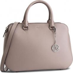 Torebka DKNY - Bryant Md Satchel R83D3620 Warm Grey WG5. Szare torebki do ręki damskie DKNY, ze skóry. Za 1,199.00 zł.