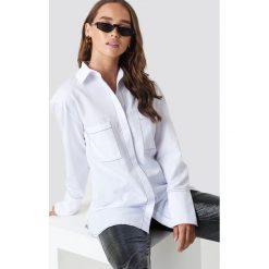 NA-KD Trend Koszula z detalami - White. Białe koszule damskie NA-KD Trend, z kontrastowym kołnierzykiem, z długim rękawem. Za 141.95 zł.