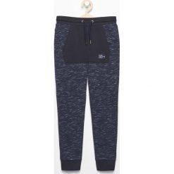 Spodnie dresowe - Granatowy. Spodnie sportowe dla chłopców marki 4f. W wyprzedaży za 39.99 zł.