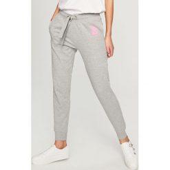 Spodnie dresowe - Jasny szar. Spodenki niemowlęce Reserved, z dresówki. Za 49.99 zł.