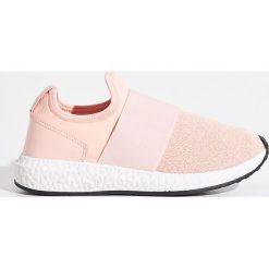 Buty sportowe - Różowy. Obuwie sportowe damskie marki Nike. W wyprzedaży za 39.99 zł.