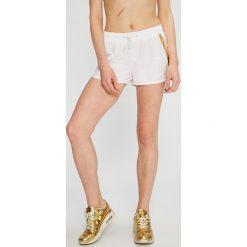 Calvin Klein Jeans - Szorty. Szare szorty damskie Calvin Klein Jeans, z jeansu, casualowe. W wyprzedaży za 139.90 zł.