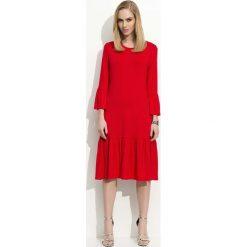 Czerwona Sukienka w Hiszpańskim Stylu z Wycięciem na Plecach. Czerwone sukienki damskie Molly.pl, wizytowe, z dekoltem na plecach. Za 89.90 zł.