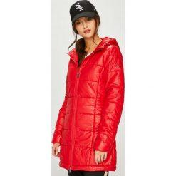 Pepe Jeans - Kurtka. Czerwone kurtki damskie Pepe Jeans, z jeansu. W wyprzedaży za 379.90 zł.