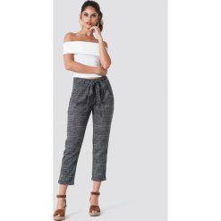 Trendyol Spodnie w kratkę z wiązaniem - Black,Grey,Multicolor. Czarne spodnie materiałowe damskie Trendyol, w kratkę, z poliesteru. Za 121.95 zł.