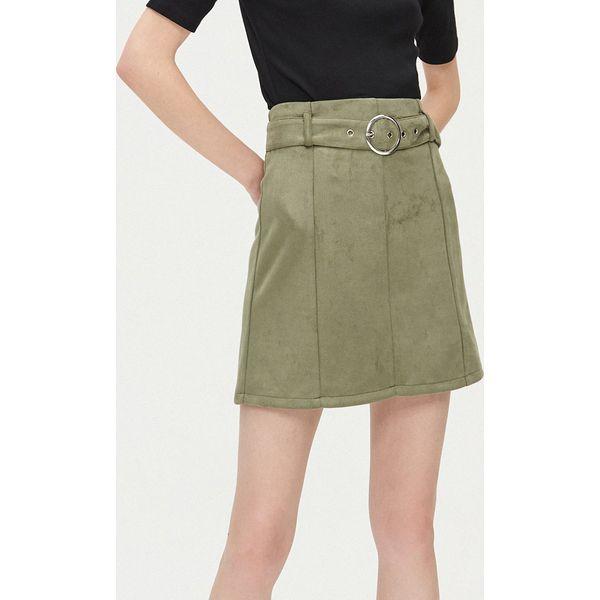Brązowa zamszowa spódnica z kieszeniami oraz paskiem
