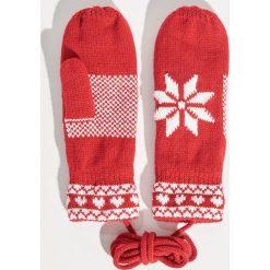 Rękawiczki na sznurku - Czerwony. Czerwone rękawiczki damskie Sinsay. Za 24.99 zł.