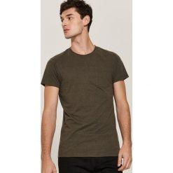 T-shirt basic z kieszonką - Khaki. T-shirty męskie marki Giacomo Conti. W wyprzedaży za 19.99 zł.