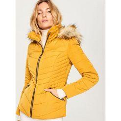 Pikowana kurtka z kapturem - Żółty. Żółte kurtki damskie Reserved. Za 229.99 zł.